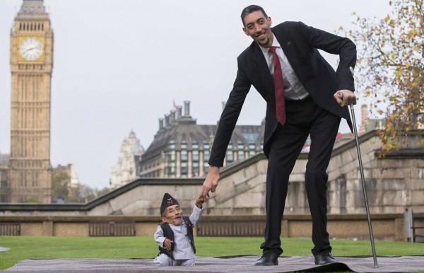 The world's tallest and shortest men, attempting to shake hands. (Source: Time.com)